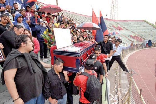 Fútbol y fanatismo, más allá de los colores